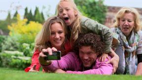 355628389-camera-fone-selfie-multi-generation-family-granddaughter